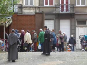 Fr.12Bruxelles distribuzione del pane a favore dei poveri